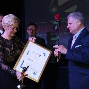 Paulina Żurowska-Wrzesińska, członek Zarządu Altom odbiera nagrodę Lider Rynku AGD