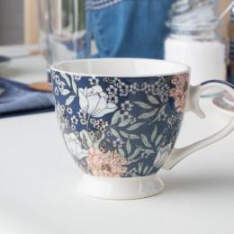 Duża filiżanka do kawy i herbaty porcelanowa Altom Design Flower Jeans 420 ml granatowa