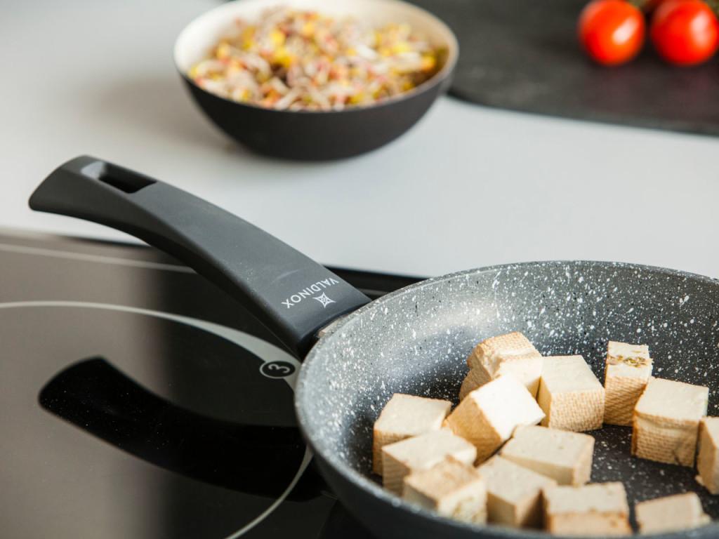 Patelnie, garnki i rondel można stosować na różnych rodzajach kuchenek